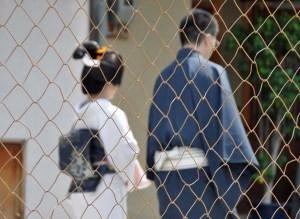 We follow Katsutomo-san and Otokoshi as they pay their respects to the Gion establishments.