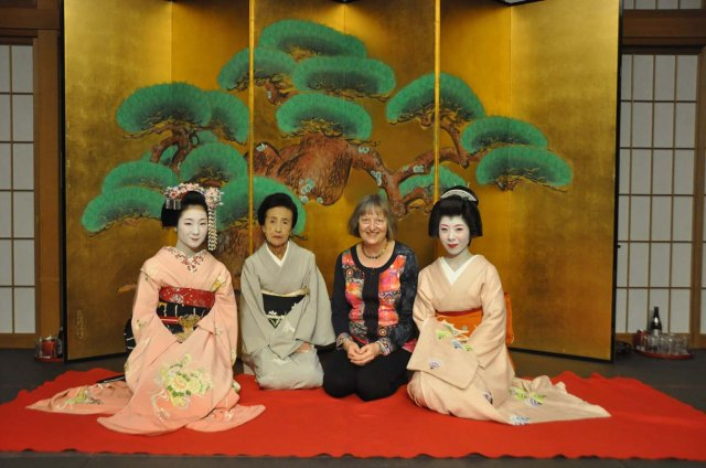 From left to right; Toshiemi-san, Tanekazu-san, me, Ryouka-san. At Gion Hatanaka