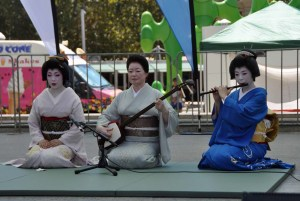 Hinagiku sings (she has a lovely deep voice). Miyako plays shamisen and Ryoka plays Japanese flute.