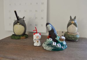 From Higashiyama to Julie's studio, Tiny Cat among friends.