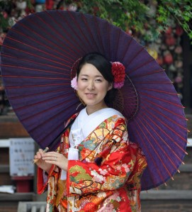 Many brides and grooms come up to Higashiyama to be photographed as there are so many areas of gorgeousness here.