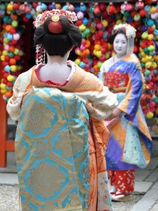 Higashiyama is also where you will see many 'henshin' (young girls and older women dressing up as maiko and geiko).
