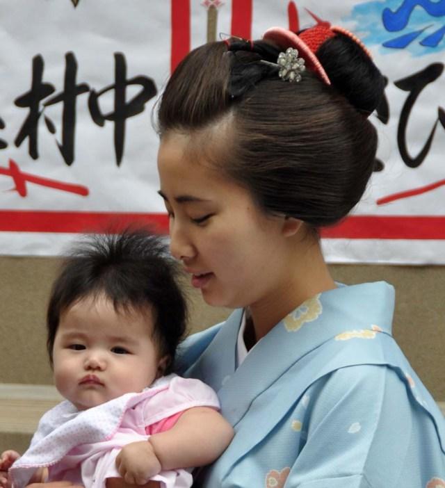 Kimitoyo and the baby.