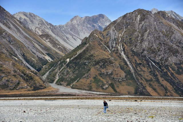 It was a long way across the shingle until we finally got to the Rangitata river. (On braided rivers, most of the river flows under the stones.)